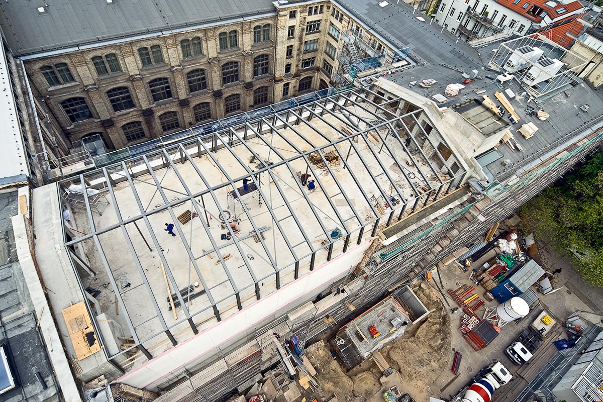 Das Foto zeigt Bauarbeiten am Ostflügel des Museums für Naturkunde Berlin.