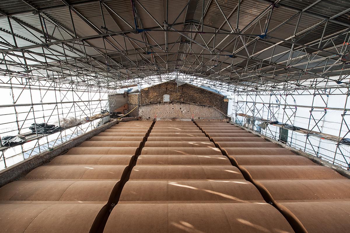 Neu aufgebaute Leichtbetondecke in Anlehnung an die Form des Berliner Gewölbes über dem Karbonsaal