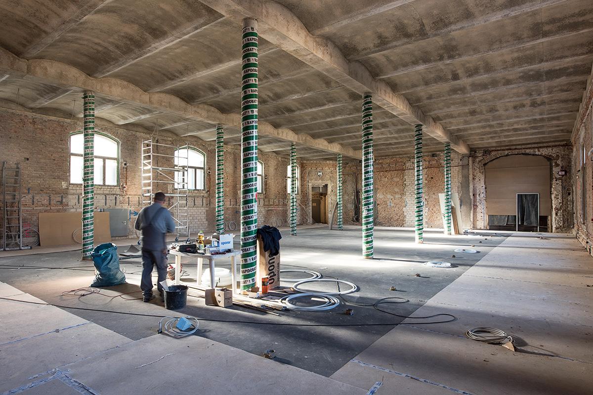 Sanierungsarbeiten im Karbonsaal, Leichtbetondecke in Anlehnung an das Berliner Gewölbe fertig gestellt