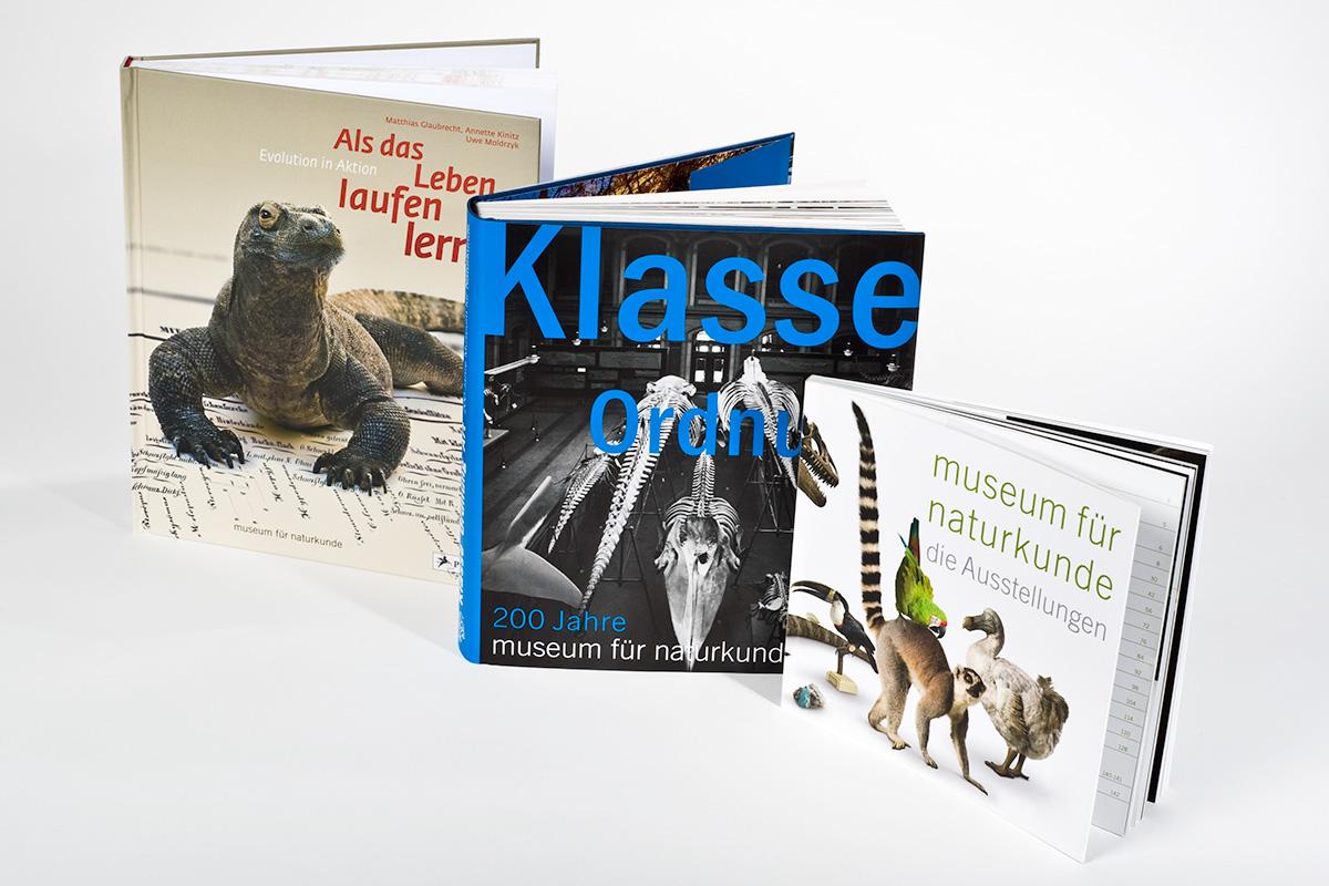 Auswahl an Büchern des Museumsshops, die in Zusammenarbeit mit dem Museum für Naturkunde entsanden sind