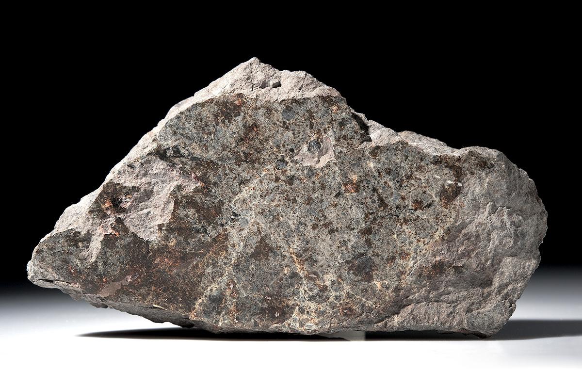 Bruchstück des 127 kg schwere Meteorit von Ensisheim aus der Privatsammlung Ernst F.F. Chladnis, der älteste erhaltene Meteoritenfall Europas vom 7. November 1492