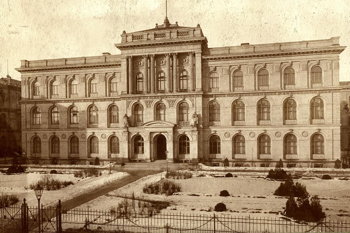 Das Foto zeigt die Vorderansicht des Museums für Naturkunde Berlin von 1893.